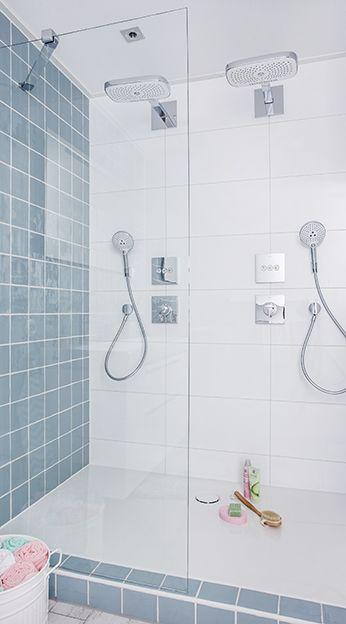 De Vintage Line badkamer beschikt over een dubbele douche. En met de selectknop kunt u kiezen uit verschillende straalsoorten.