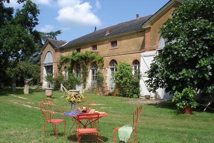 L'orangerie-le chêne est un cottage modulable de 9 couchages (pour la partie Orangerie) jusqu'à 25 couchages (en y incluant la partie Le Chêne).  Une maison de 140 m2, confortable et chaleureuse, elle est située dans le parc du #chateau de chambiers.  http://www.chateauchambiers.com/gites-cottages-angers-maison-hotes-loire/