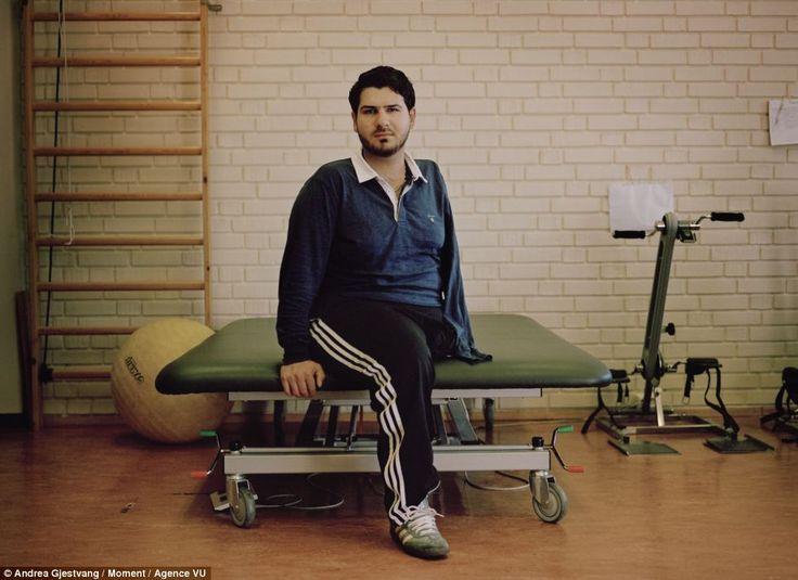 Mohamad Hamed Hadi, 21, di Brumunddal, è stato in coma per due mesi dopo che Breivik lo ha colpito alla spalla destra, alla gamba sinistra e al petto. Gamba e braccio gli sono stati amputati. La foto è di Andrea Gjestvang.