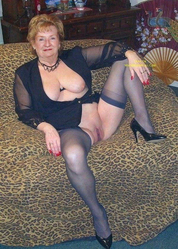 grannies love to flash boobs and pussy 68