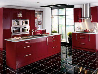 Bonita moderna cocina roja.