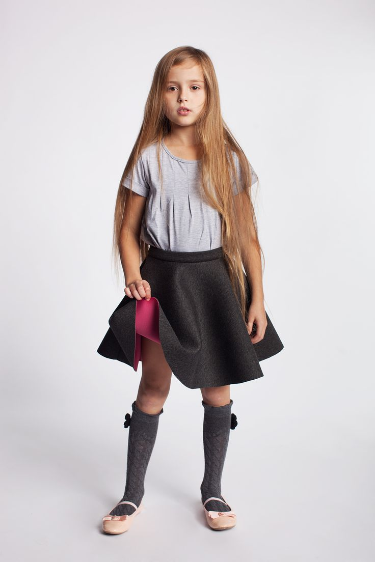 Spódniczka dziewczęca na bazie koła.