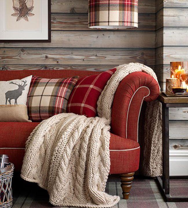 Jacht naar interieurvondsten. In een huis met Schotse invloeden hoort uiteraard ook een ruitje thuis! Mix verschillende printjes voor een speels effect.
