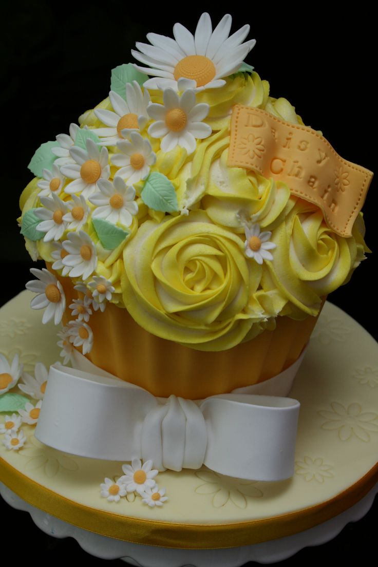 17 Best images about Cakes - Giant Cupcake on Pinterest ...