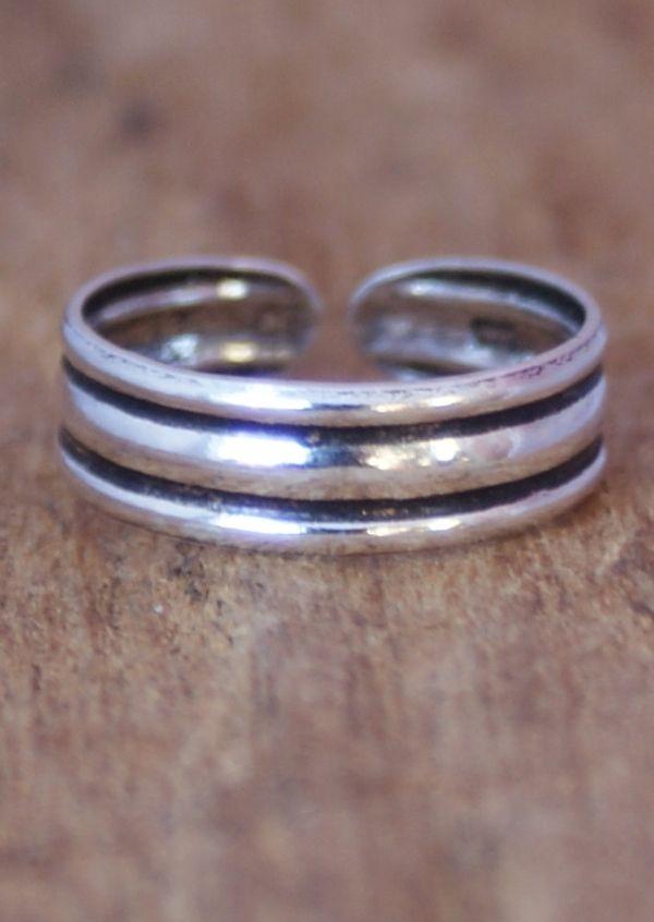 Karma East - Silver Stripe Toe Ring