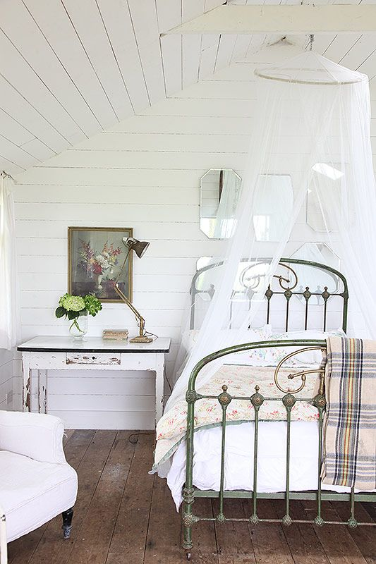 Two cabins set in 3 acres of the beautiful grounds of Foster House One rustic hut with ...