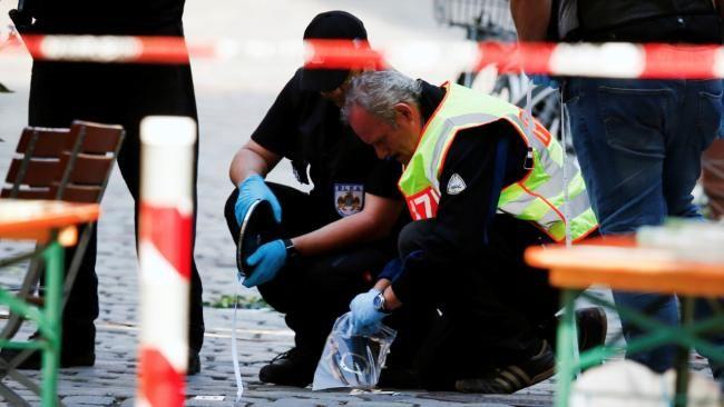 Bayerischer Justizminister Bausback | »Der islamistische Terror hat Deutschland erreicht http://www.bild.de/politik/ausland/selbstmordanschlag-ansbach/war-es-islamistischer-terror-46978422.bild.html