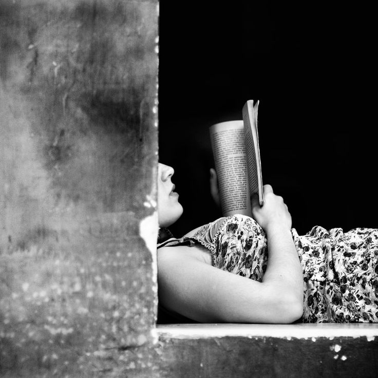 By rosario leotta reading booksgirl readinglibrary booksrosariopostsblack and white photographylifebook wormsbook lovers