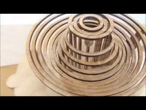 Engranaje de madera imita la caída de gotas de agua