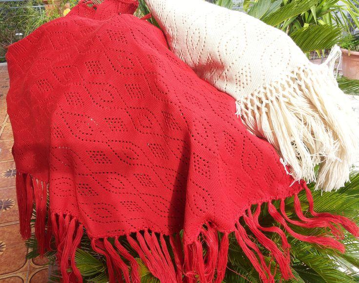 SCIALLE IN MAGLIA DI LANA TRAFORATA | MORBIDO SCIALLE IN MAGLIA DI LANA TRAFORATA con lunga frangia arricchita da applicazioni  lurex...versione rosso fuoco oppure ecrù, capo riproducibile, COD.121   #outfit #dress #handmade #madeinsicily
