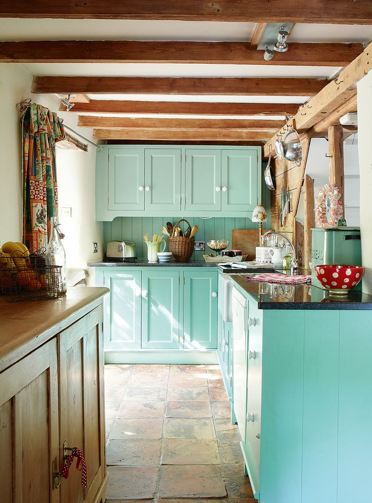 Carmen blue kitchen | via periodliving.co.uk