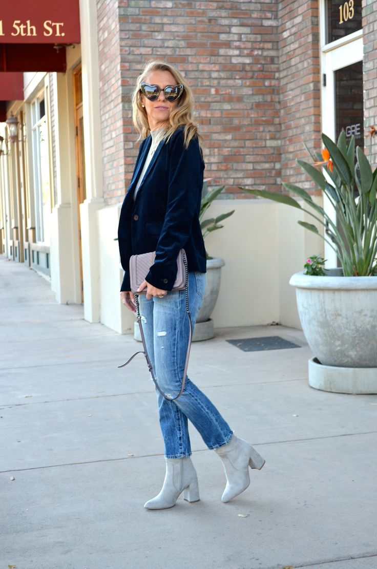 A VELVET BLAZER + LOOKING AHEAD TO 2018 - Jaclyn De Leon Style + New Years goals + what to expect this year + winter style + velvet trend + street style outfit + embellished denim + block heel boots + abercrombie style + mom style + what to wear + outfit inspiration