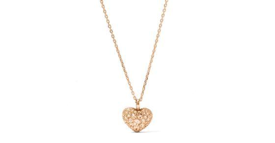 Pure Romantik. Unser glitzerndes, roségoldfarbenes Herz an einer dezenten Halskette ist genau das Richtige, wenn Du nach verspielten Accessoires suchst.