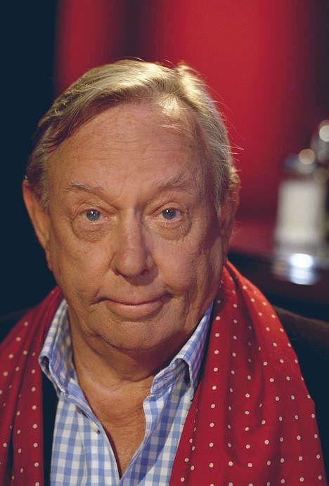 Rijk de Gooyer was een Nederlandse acteur die tevens naam heeft gemaakt als komiek, zanger, schrijver en columnist.  Geboren: 17 december 1925, Overleden: 2 november 2011,