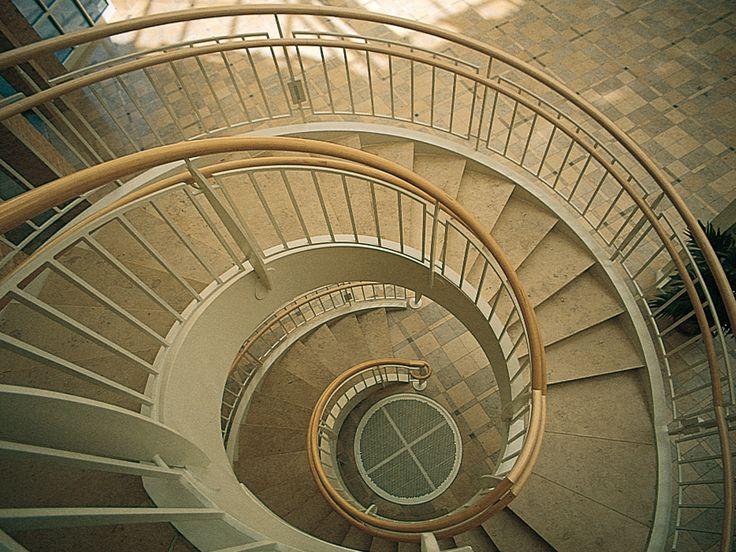 146 best piedra natural solnhofen stonelime images on pinterest barcelona hotels barcelona - Escaleras de caracol barcelona ...