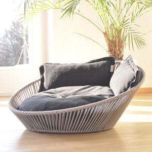 """Modern dog bed Siro Twist, a comfortable orthopaedic dog bed."" ...for real? Dude. This is my perfect reading nook. Not a dog bed."