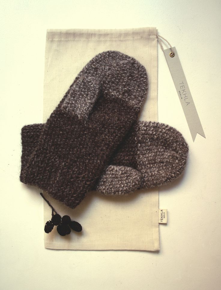 DAUMEN ALPACA MITTENS Hand-Knitted Alpaca Mittens by Tekhla Belrin Ready to shipAmazingly soft mittens that is a pleasure to wear. Knitted with undyed natura...