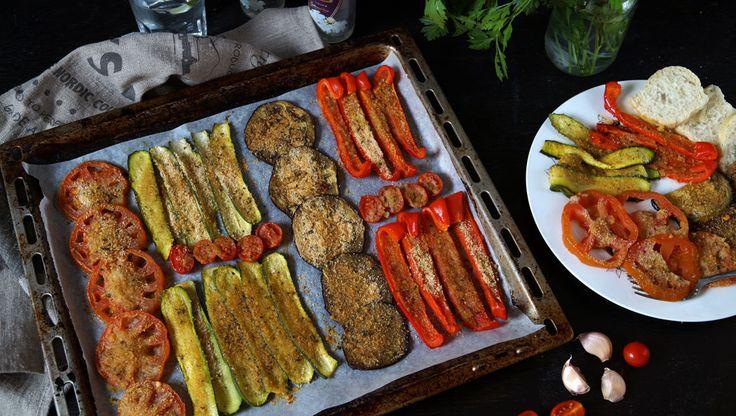 Verdure gratinate al forno, è uno dei modi più semplici di realizzare un contorno gustoso e gradito a tutti, perfetto in ogni momento dell'anno variando le verdure a disposizione a seconda della stagione e dei gusti.   E' un contorno versatile, perfetto da abbinare ad ogni tipo di carne o pesce, come condimento per delle sfiziose bruschette e personalizzabile variando gli ingredienti che compongono la miscela per gratinare, magari aggiungendo qualche spezia come il curry o semi di cumino…