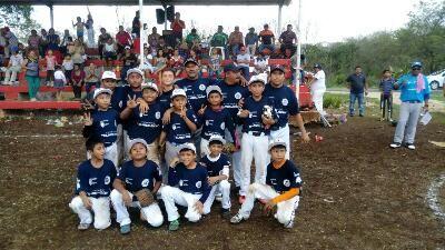 Villamadero, Champoton, Campeche 5 de Junio del 2017 ( John Rosado/ www.beisbolcampechano.blogspot.mx ).- Los Cachorros de Xbacab y los Delf...