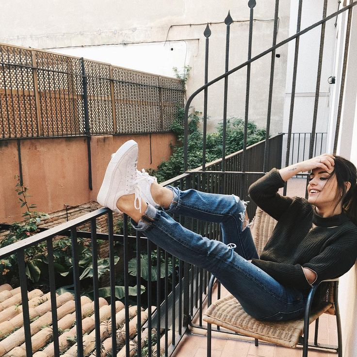 "149.4 mil Me gusta, 602 comentarios - Aida Domenech (@dulceida) en Instagram: ""Rocking my new exclusive sneakers! Available only in @awlab web and stores 🖖🏼 #awlab"""