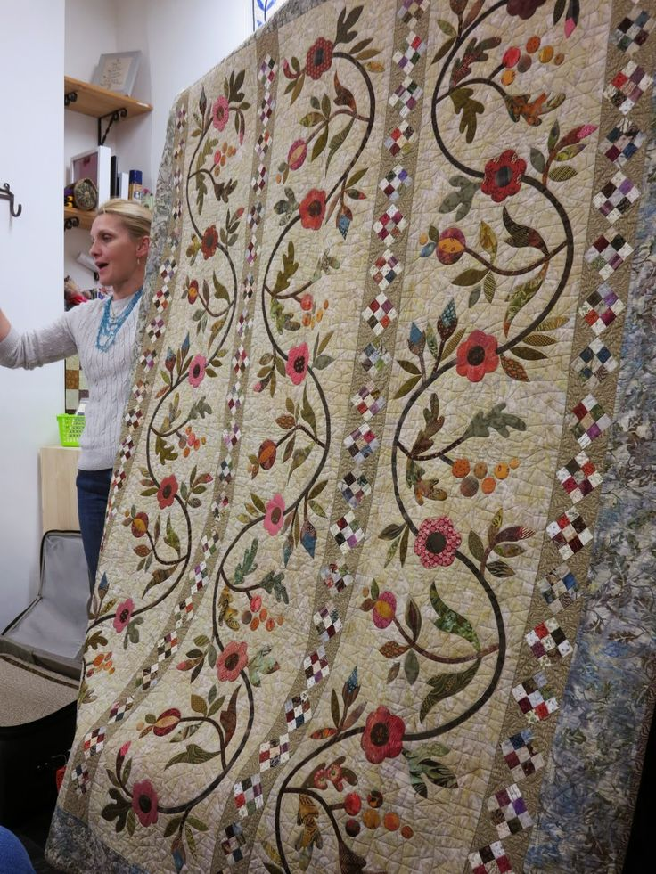 And there she was again, Edyta! Yes, I am lucky enough to have seen Edyta and her quilts twice! This time she gave a trunksh...