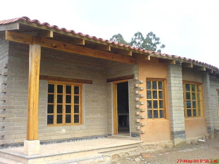 Casa de adobe compactado construida por compa a for Casas con jardin interior