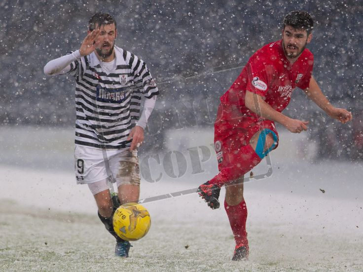 Montrose's Andrew Steeves on the ball during the SPFL League Two game between Queen's Park and Montrose.