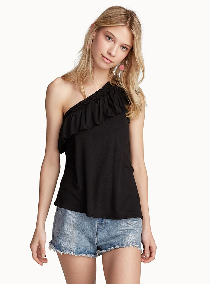 Exclusively from Twik - Get this season's top fashion trend! - Soft and light, ultra stretch rayon - Elasticated shoulders for a better fit The model is wearing size small