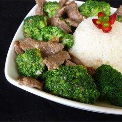 Roerbakschotel met Rundvlees, Broccoli en Gember