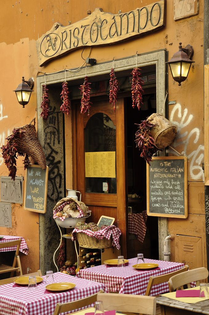 One of the famous typical #Restaurants in the centre of #Rome. This one is Aristocampo, a tavern in #Trastevere