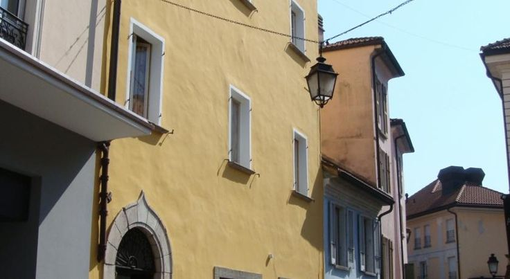 Casa Da Vinci B&B Locarno Only a 5-minute walk from Locarno's Piazza Grande, the Casa Da Vinci B&B offers you nicely furnished rooms with showers. Wi-Fi is available free of charge.