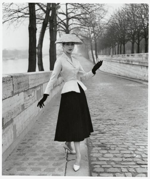 Dior- so glamourous. #1950sfashion