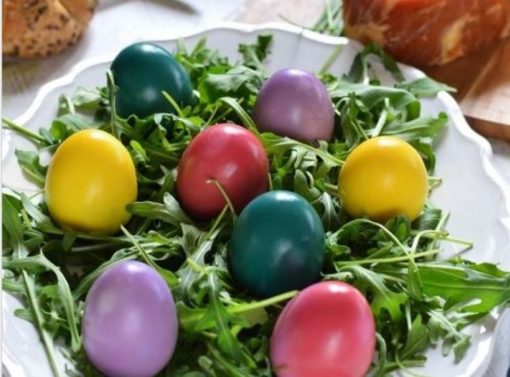Ezek a tojások zöldségekkel lettek megfestve. Semmilyen mellékízük nincs, viszont gyönyörűek!