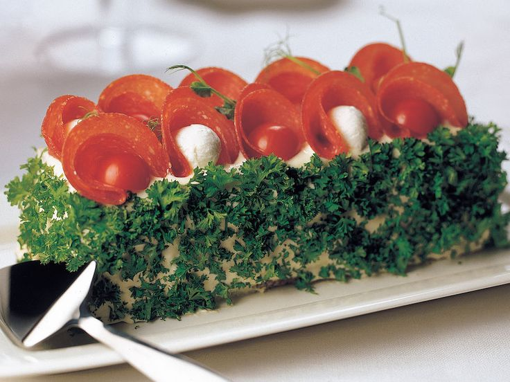 Salamivoileipäkakku - Reseptit