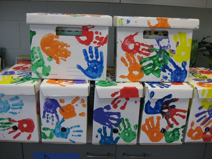 Memory Boxes: 6e leerjaar. de lln. steken er briefjes in voor elkaar. schrijven over wat hun dromen zijn, over hoe hun leven er nu uitziet, ...