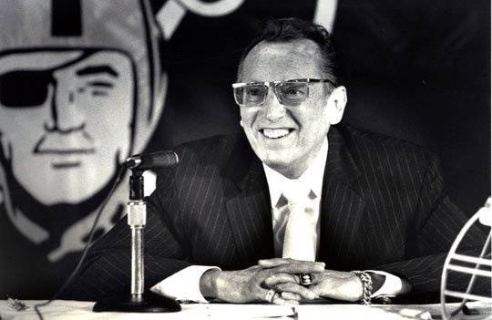 I LOVE THIS: Al Davis smiling during a press conference.