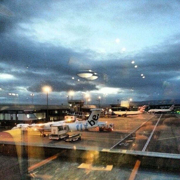 Glasgow International Airport (GLA) em Paisley, Renfrewshire - Cidade mais populosa da Escócia, cidade natal dos Young da banda AC/DC.. mais uma pra conhecer
