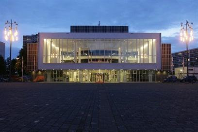 Beleef een onvergetelijke avond uit in Theater  Heerlen of Kerkrade. Met jaarlijks meer dan vierhonderd  voorstellingen en concerten in een van de  vier sfeervolle theaterzalen.