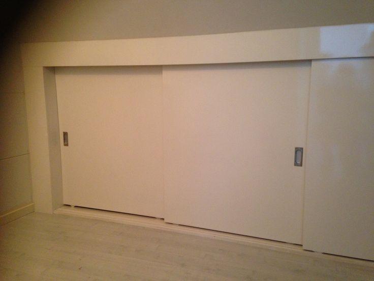 25 beste idee n over knieschotten op pinterest afgewerkte zolder slaapkamer op zolder kasten - Amenager kast ...