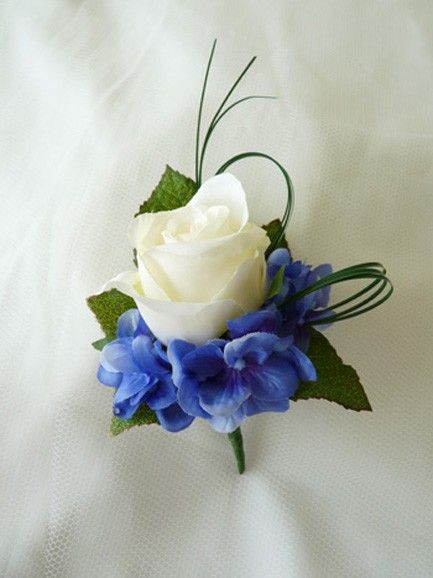 This with less hydrangea (and lighter blue) for the guys, and with more white for the moms.