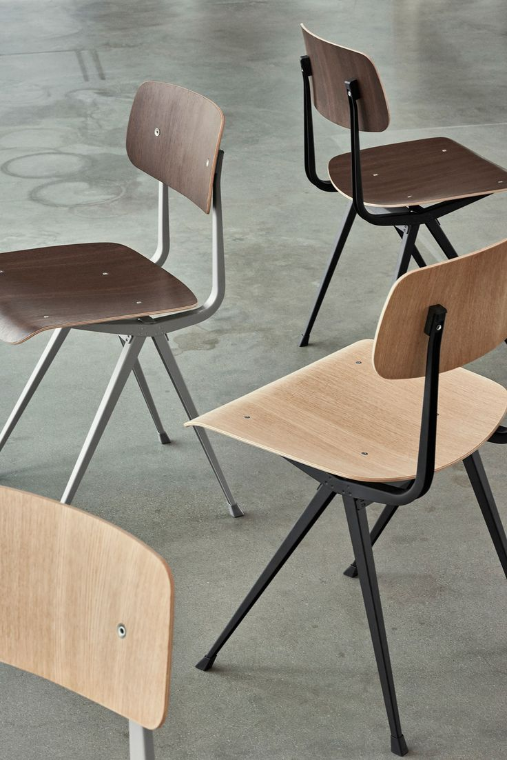 Syftet med Result Chair från HAY var att skapa en lätt och samtidigt stark stol, både till form och funktion. Result Chair, tillsammans med Pyramid Table, formgavs ursprungligen av Friso Kramer och Wim Rietveld på 1950-talet som vid den tiden arbetade på Ahrend. Vid lanseringen på 50-talet togs dessa emot som mycket nyskapande med sina rena och tydliga former och kombinationen av de olika materialen. Nu relanseras både bordet och stolen av danska HAY i samarbete med just Ahrend.