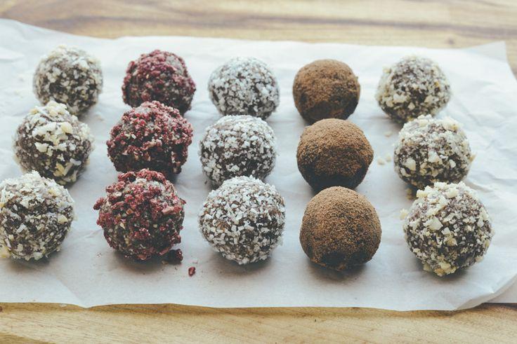 Macadamia bliss balls