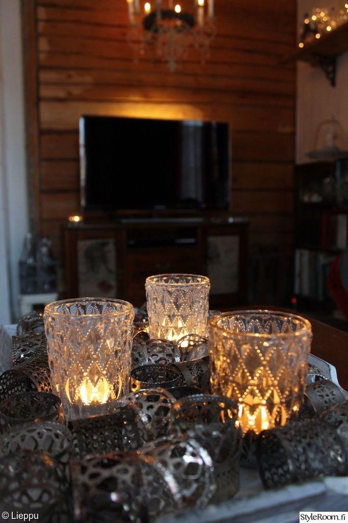 Luukku 6: leenakarhunen #joulukotikalenteri Tänään katsotaan, mitä kenelläkin on päällä Linnan juhlissa. Kynttilät tuovat mukaan oikeanlaista fiilistä. #joulu #styleroom #kynttilat