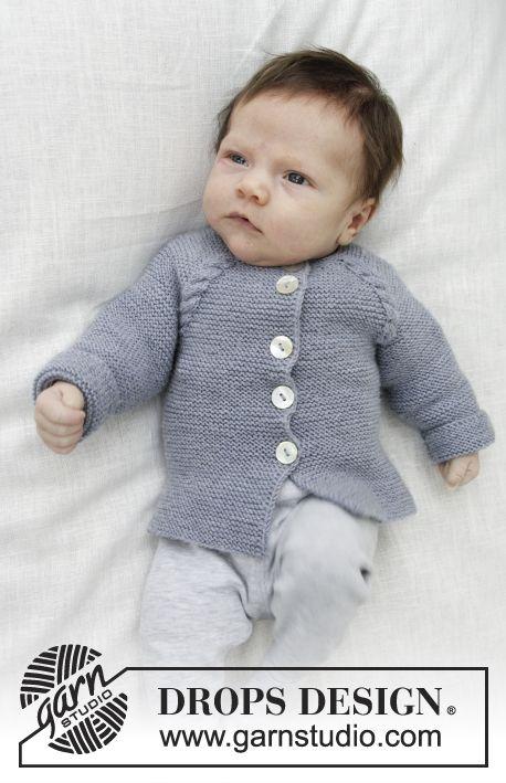 Little Explorer / DROPS Baby 29-12 - Jakke med snoninger, retstrik og raglan, strikket ovenfra og ned. Størrelse præmatur – 4 år. Arbejdet er strikket i DROPS Baby Merino.