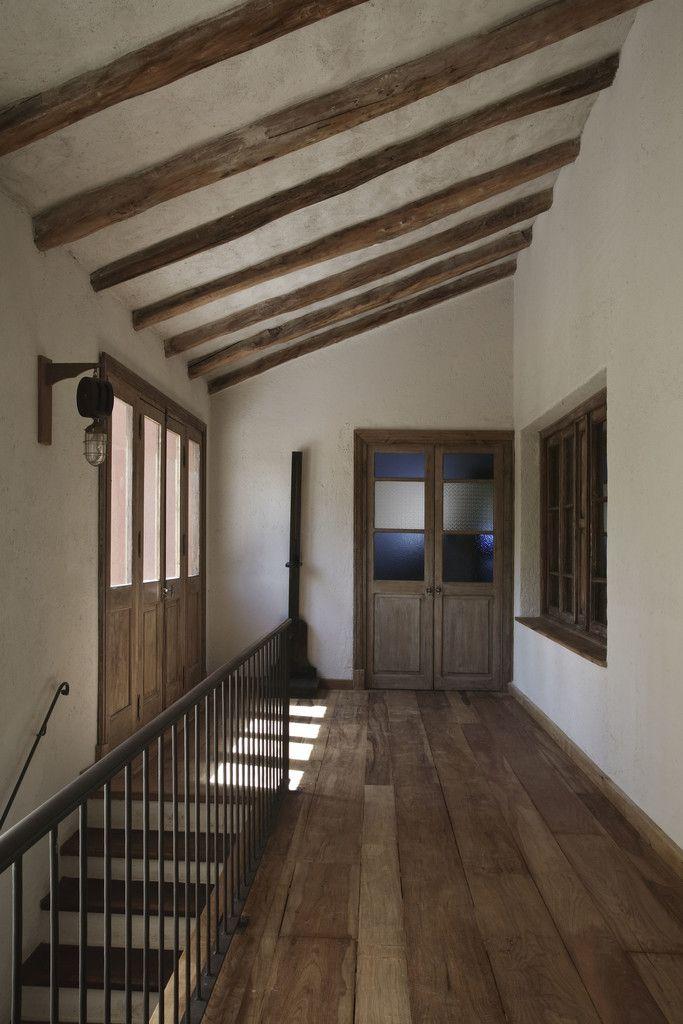 Chalet atamisque pasillos y recibidores de estilo por
