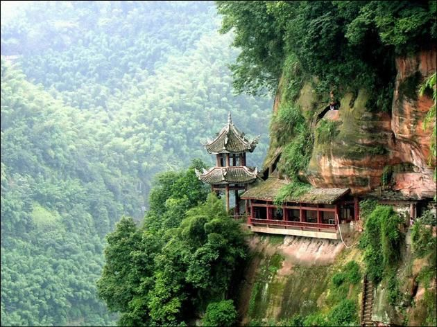 A Chinese pavilion cliff of Tiantai Mountain http://www.tfnjl.com/travel/det/2.html