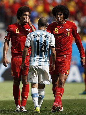 """BRASILIA -- El centrocampista argentino Javier Mascherano dijo, después de la victoria que les dio el pase a las semifinales frente a Bélgica (1-0), que han logrado el primer """"objetivo"""", que era estar entre los cuatro primeros, pero que aún no está todo """"hecho""""."""