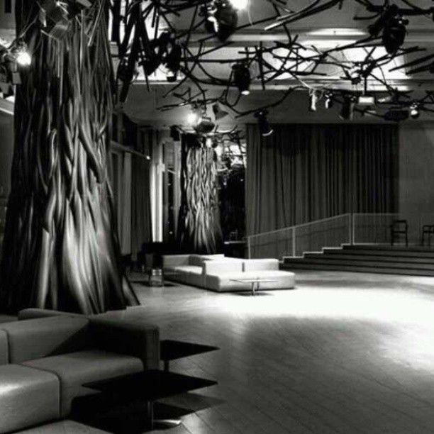 Electric, em Paris, França. Projeto de Mathieu Lehanneur. #design #iluminação #light #lighting #lightingdesign #conceito #concept #interior #interiores #artes #arts #art #arte #decor #decoração #architecturelover #architecture #arquitetura #design #projetocompartilhar #davidguerra #shareproject #electric #paris #franca #france #mathieulehanneur