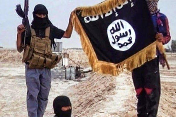 """La Caja de Pandora: El Estado Islámico lapida a dos jóvenes por """"práct..."""