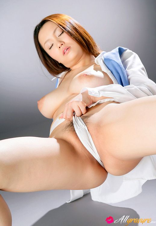rika-aiuchi-asian-with-big-nude-tits-rubs-her-poonanie-with-thong-4.jpg (518×750)
